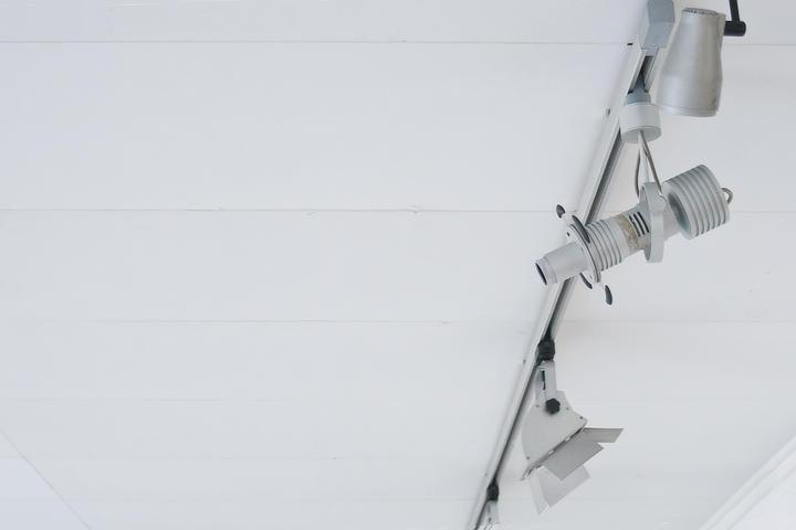 Zdjęcie: oświetlenie w Galerii Apteka Sztuki