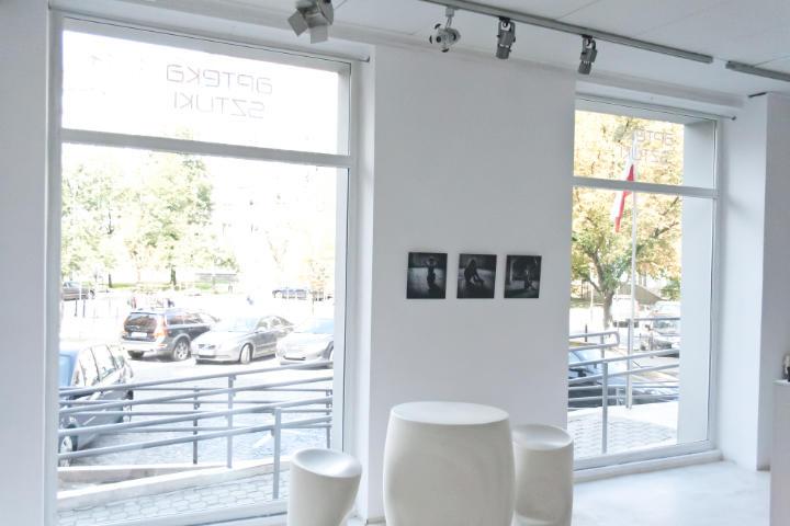 Zdjęcie: okna w Galerii Apteka Sztuki