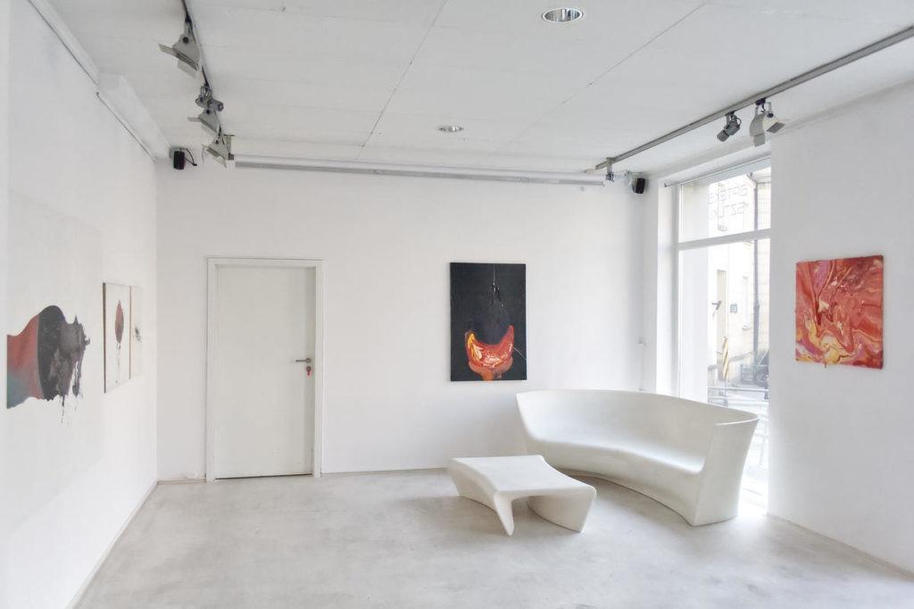 Zdjęcie sali z wystawy Pneuma Izabeli Chamczyk