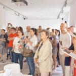Zdjęcie z wernisażu wystawy Miejsca Pauliny Okurowskiej