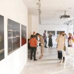 Zdjęcie z wernisażu wystawy Pola transmisji energetycznych