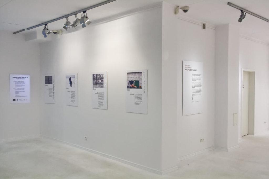 Zdjęcie sali z wystawy Humanitarian Principles