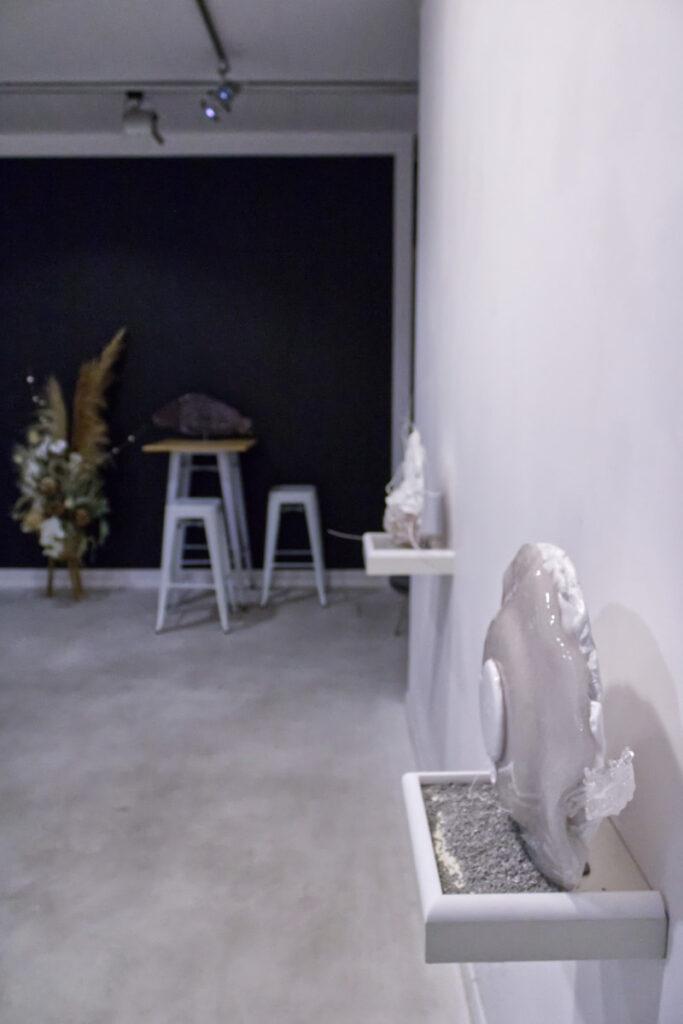 Zdjęcie sali z wystawy Resurrection of Plastics Aureliusa