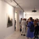 Zdjęcie z wernisażu wystawy Rafała Bakalarczyka Przestrzenie tracone